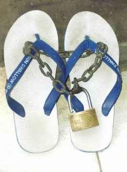 Trik Menghindari Pencurian Sendal dan Sepatu Sewaktu Sholat diMesjid